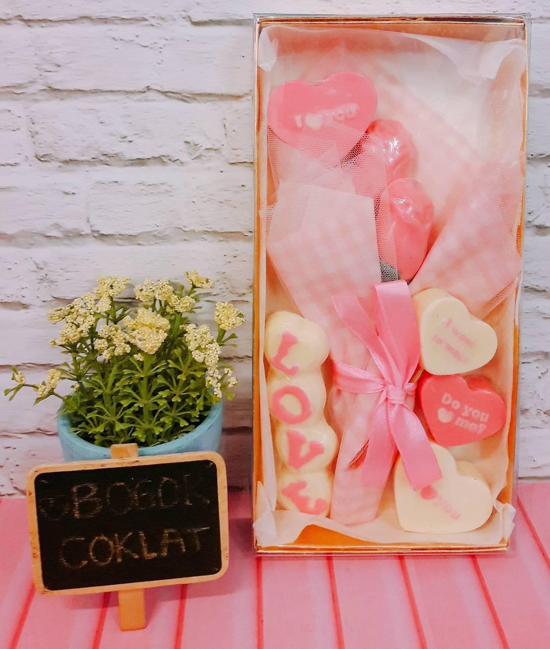 Gambar Buket Bunga Dan Coklat Gambar Bunga
