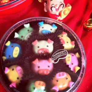 coklat imlek karakter babi